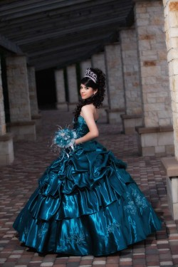 2017 New Embroidery Sweet 15 Ball Gown Peacock Blue Satin Prom Dress Gown Vestidos De 15 Anos