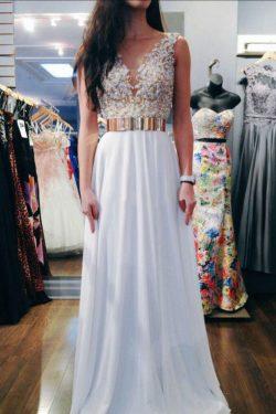 2017 de la cucharada de la blusa moldeada vestidos de baile una línea con abalorios US$ 179.99 V ...