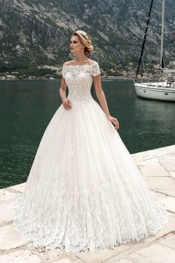 2018 de Tulle del cuello del barco con apliques vestidos de novia de una línea US$ 319.99 VEPLPQ ...