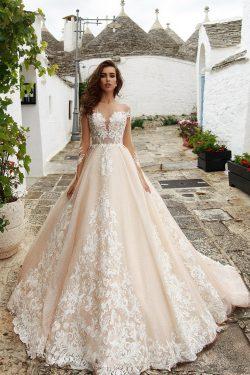 2018 mangas largas una línea Scoop vestidos de novia tul con apliques barrer el tren US$ 349.99  ...