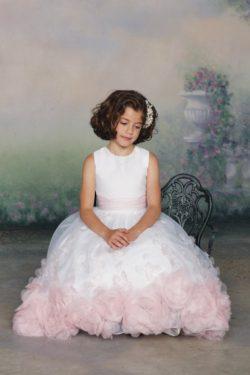 Nueva llegada de la flor vestidos de la muchacha Un Line Scoop de longitud de té Organza US$ 119 ...