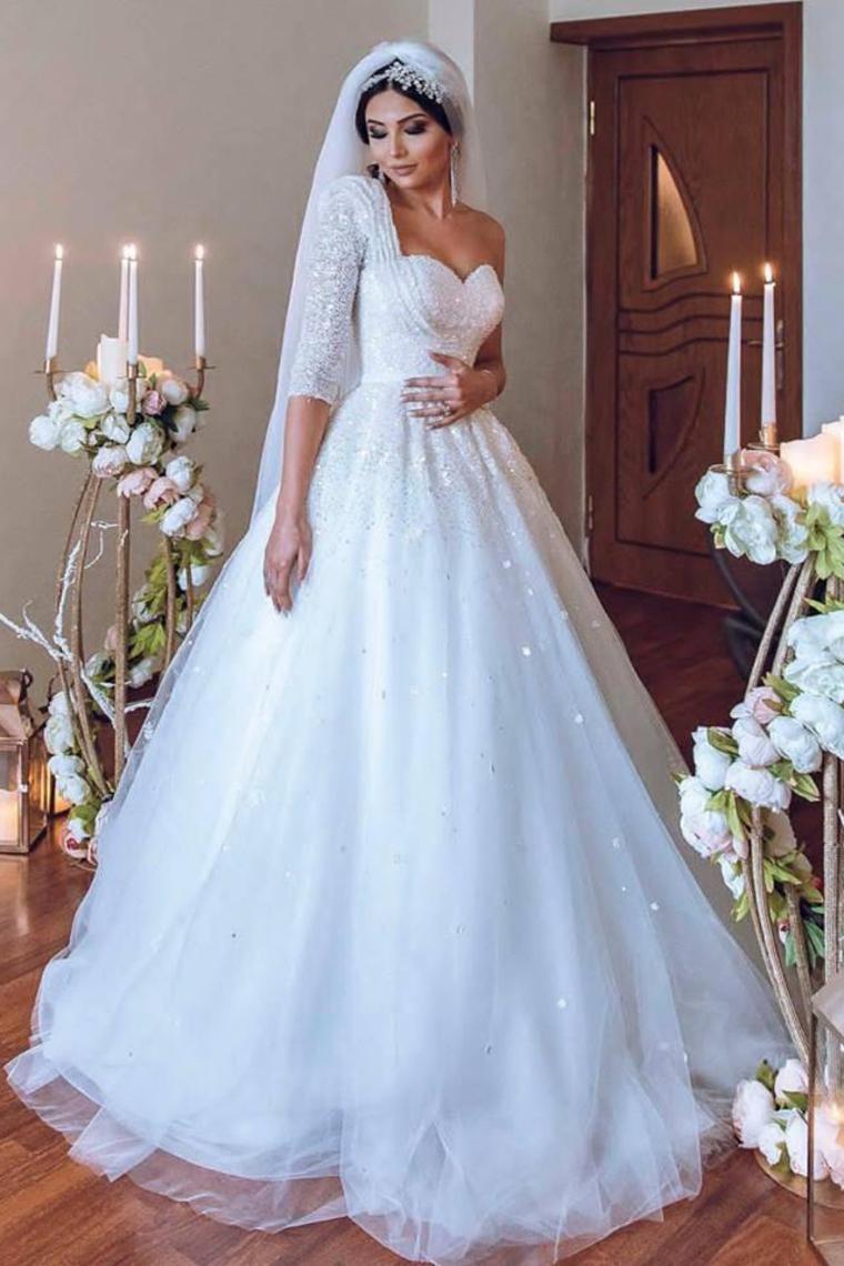 2018 One hombro una línea de vestidos de novia de tul con perlas barrer el tren US$ 349.99 VTOPH ...
