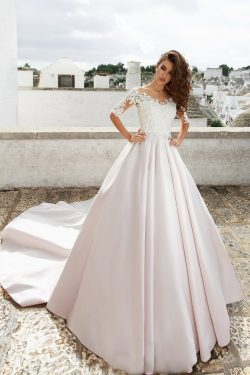 2018 satén Scoop una línea de vestidos de novia con apliques tribunal tren US$ 269.99 VTOPJT2G27 ...