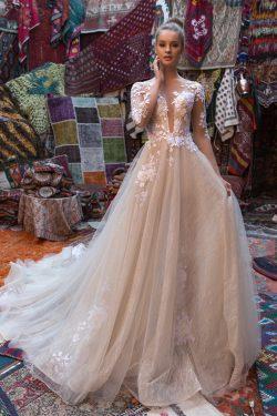 2018 Scoop mangas largas vestidos de novia una línea de tul con apliques capilla tren US$ 299.99 ...