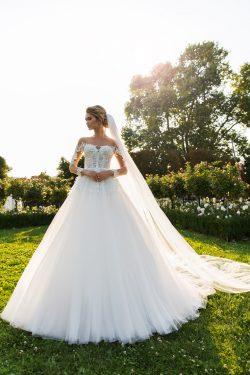 2018 Scoop Tulle mangas largas una línea de vestidos de novia con apliques y perlas barrer el tr ...