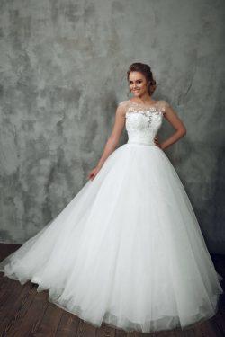 2019 Una línea de vestidos de boda de la cucharada de tul con apliques tribunal tren US$ 249.99  ...