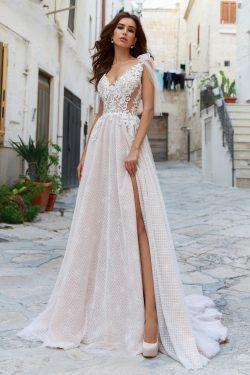 2018 V cuello Tulle una línea de vestidos de novia con apliques Sweep Train Open Back US$ 299.99 ...