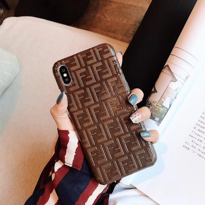 メンズ ブランド フェンディiPhone XRスマホケースXS/X/8海外アパレル男女アイフォンXケースお揃いレザ ...