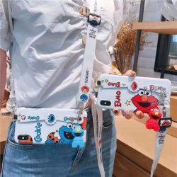 Kaws iPhone Xs ケース セサミストリート カウズ 持ちベルト付き スタンド機能 セレブ愛用 吊り飾り か ...