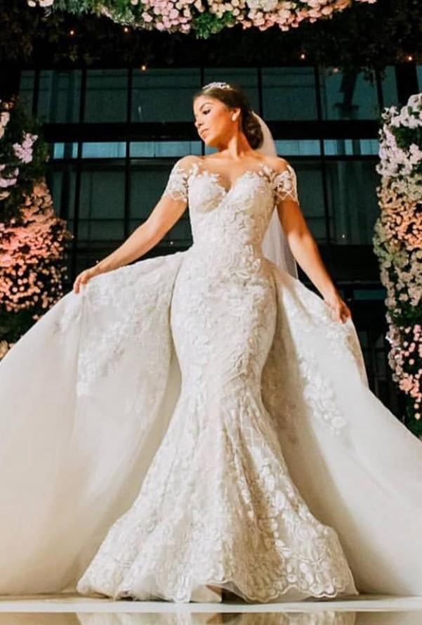 Luxus Brautkleider mit Spitze   Hochzeitskleider A Linie Online