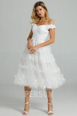 Robe de mariée courte épaule dénudée jupe plumetis ornée de fleurs 3D