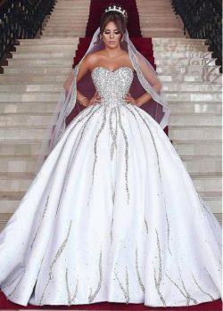 Luxury Brautkleid mit Langer Schleppe Prinzessin Kristal Weiße Hochzeitskleider Online