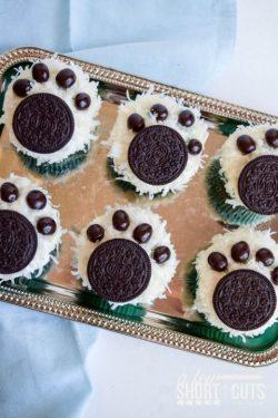 Polar bear paw cupcake