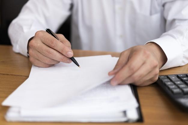 How to differentiate between Qualitative & Quantitative Research Essay?