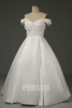 Robe de mariage princesse épaule dénudée embelli de fleurs