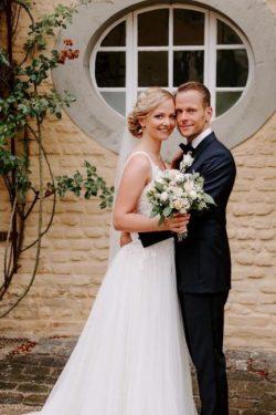 Schliche Brautkleid V Ausschnitt | Hochzeitskleider mit Spitze