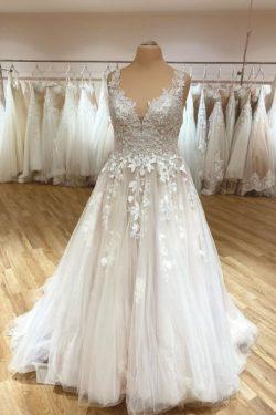 Schlichtes Brautkleid V Ausschnitt | Hochzeitskleider Spitze