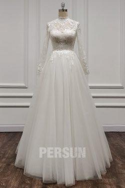 Robe de mariée col illusion montant en dentelle appliquée manches longues