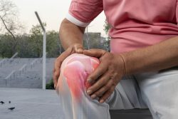 What's the Best Knee Treatment Manhattan?   The Pain Treatment Specialists