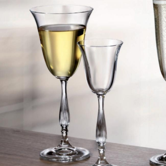 Say Cheers While Holding Charm: Buy Wine Glasses in UAE!