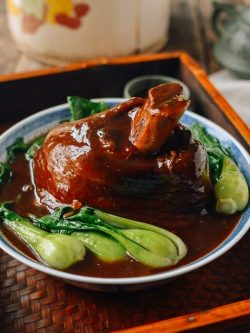 Chinese Braised Ti Pang (Pork Shank – 红烧蹄膀)