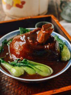 Chinese Braised Ti Pang (Pork Shank – 红烧蹄膀)
