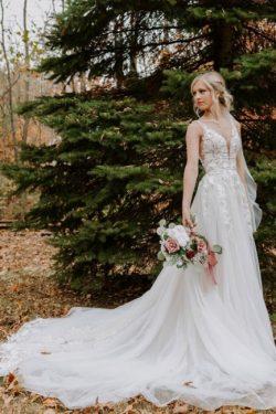 Schlichtes Hochzeitskleid V Ausschnitt | Brautkleider A Linie Spitze