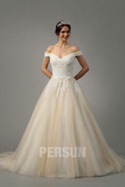 Robe de mariée princesse champagne épaule dénudée embelli de guipure pailleté