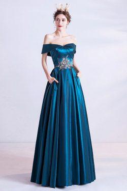 Robe de soirée longue bleu canard col bardot en dentelle appliquée