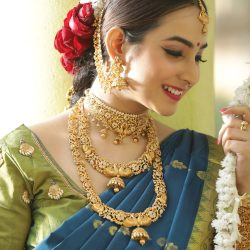 Buy bridal set online the famous jewellery designs of India| Tarinika