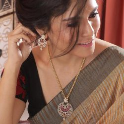Buy the latest designs of artificial jewellery from India| Tarinika