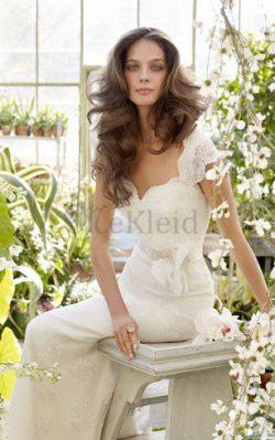 Spitze Schlüsselloch Rücken Brautkleid mit Blume mit Gürtel – MeKleid.de