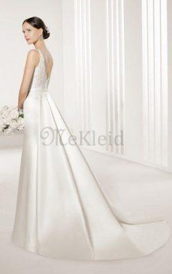 schau dir ihr wunderschönes Kleid an und du wirst verstehen warum