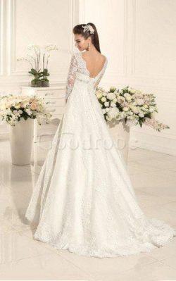 Robe de mariée delicat intemporel avec lacets v encolure col en forme de cœur – GoodRobe
