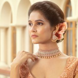 Purchase a modern-day glamorous collection of Indian jewellery