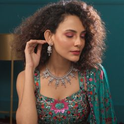 Shop delegate pieces of jewelry from indian jewellers