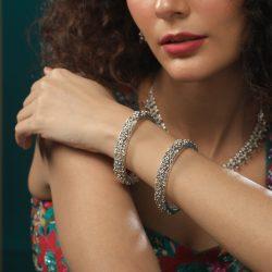Get Stunning Pairs Of Bangle Jewellery