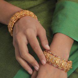 Shop Beautiful Designs Of Bangle Jewellery