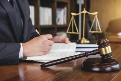Why Is It a Good Idea for an Injured Person to Get a Skilled Personal Injury Lawyer?