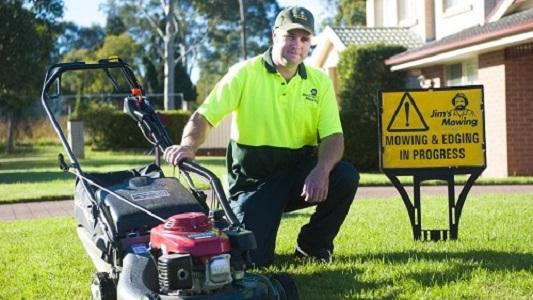 Get Lawn Mowing Services In Aberfeldie.
