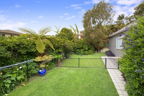 Get Lawn Mowing Services In Essendon North.