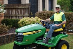 Lawn Mowing Services In Lunching Place At Affordable Price.