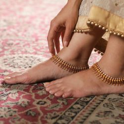 Choose The Alluring Pieces Of Anklets In India