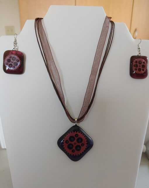 Beautiful Glass pendant and earring set – FREE SHIPPING IN CANADA