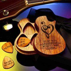 Advantage and Disadvantage of Custom Guitar Picks