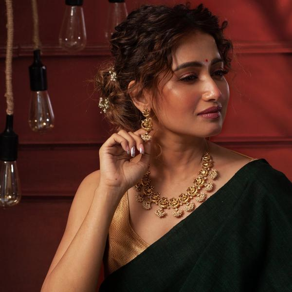 Shop Designer Pieces Of Jewellery In India