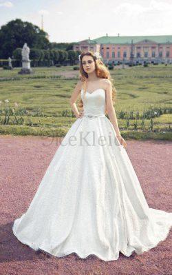A-Line Satin Ärmelloses Bodenlanges Brautkleid mit Sweep Zug – MeKleid.de