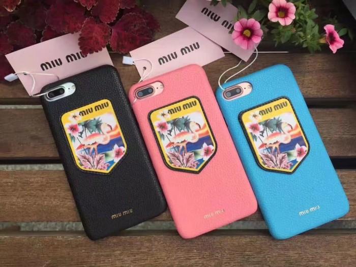 ブランド iphone8/7sPlus/6s ケースmiumiu白い斑点の鹿シカ盾バッジ徽章鳥フラミンゴ ベニヅル 金属メ ...