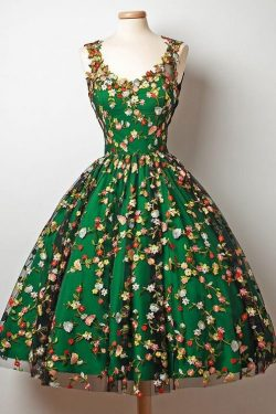 A-Line V-Neck Tea-Length Sleeveless Dark Green Tulle Homecoming Dress with Appliques PH540